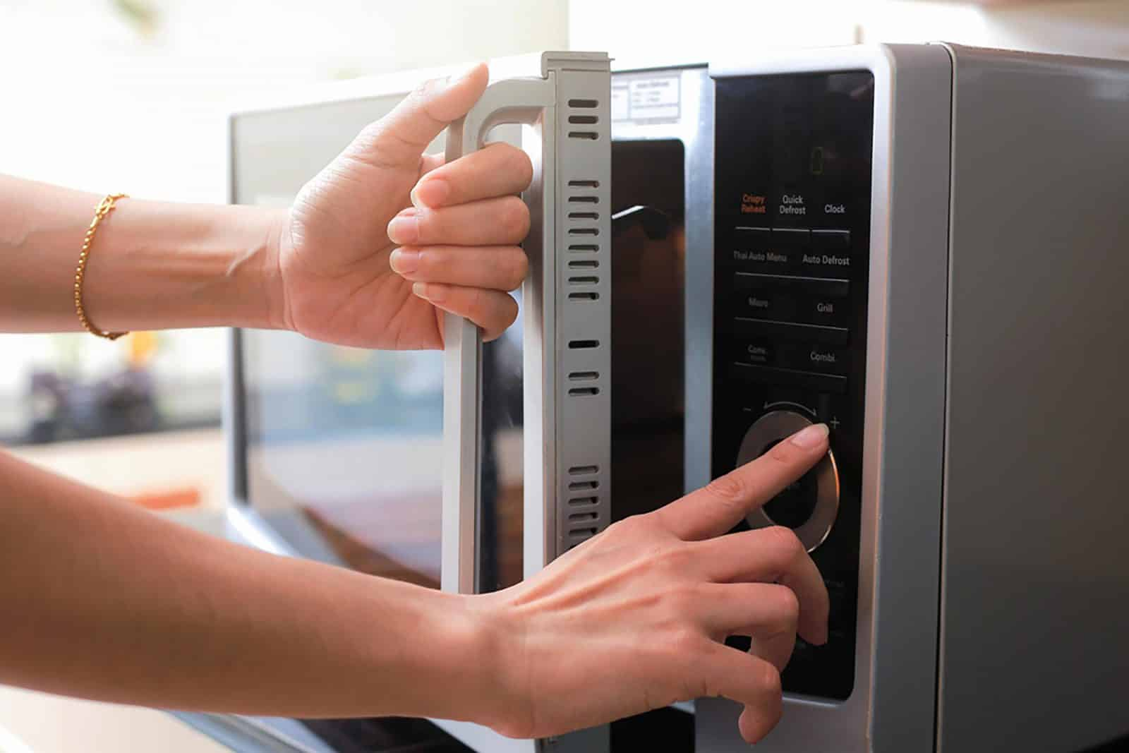 7 Common Foods That Become Toxic When Reheated